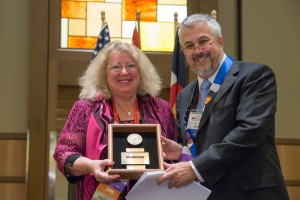 President Martell honors Marilyn Huestis with the AAFS Distinguished Fellow Award during the 2015 Annual Business Meeting.
